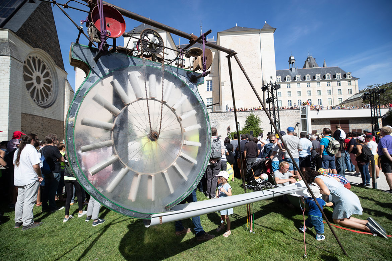 """Les """"Cyclophones"""", dans le jardin du musée des beaux-arts."""