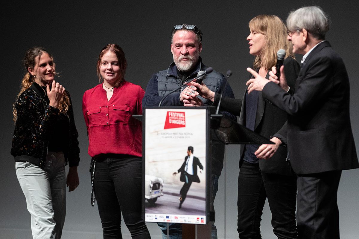 A l'issue de la cérémonie d'ouverture, présentation en avant-première de C'est ça l'amour en présence de l'équipe du film: les actrices Sarah Henochsberg et Justine Lacroix, l'acteur Bouli Lanners et la réalisatrice Claire Burger.
