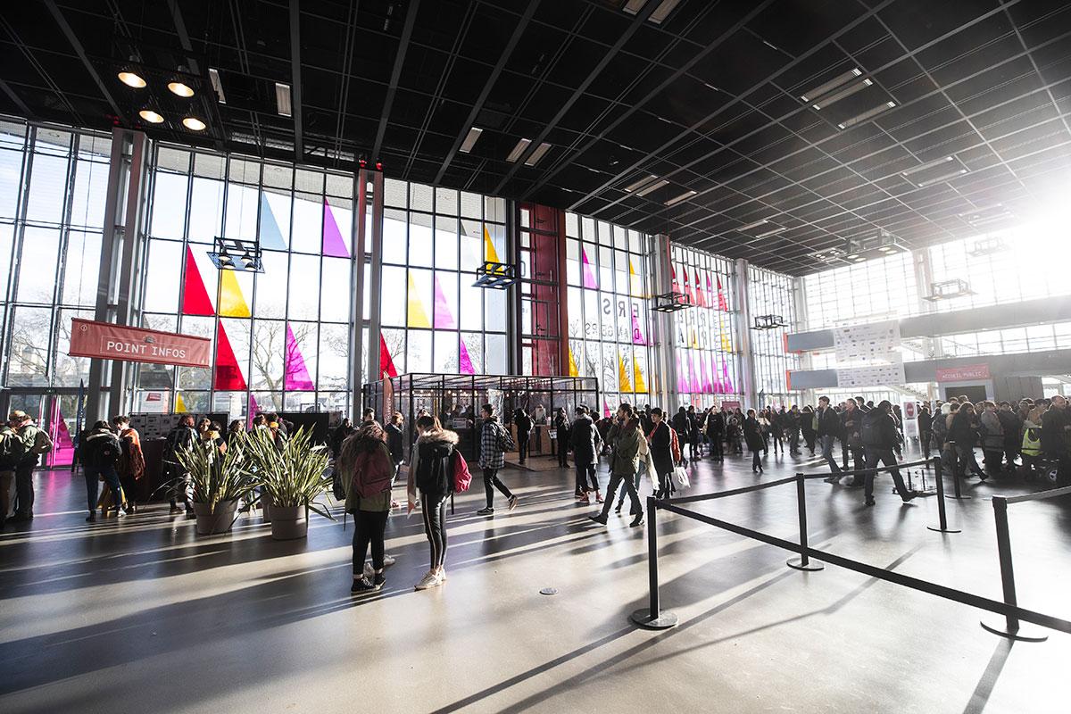 Exceptionnellement cette année, et en raison des travaux de rénovation du centre de congrès, c'est le théâtre Le Quai qui accueille le centre névralgique du festival.