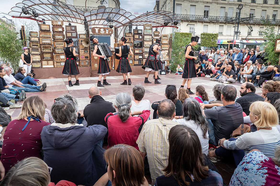 Comptoir Des Lustres Angers accroche-coeurs 2019 : angers.fr