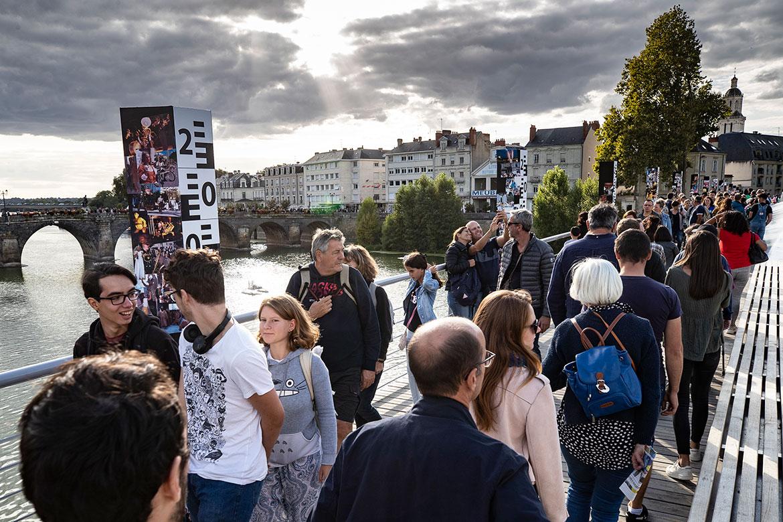 Pont des Arts-et-Métiers, 20 ans d'Accroche-coeurs en photos.
