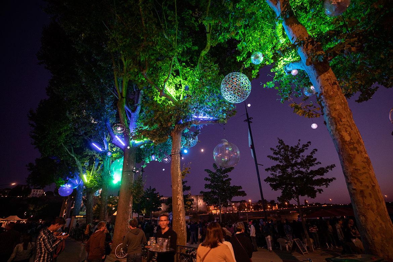 Sphères transparentes pour nuit étoilée, quai des Carmes.