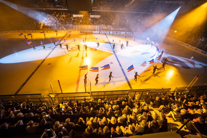 Pour lancer les festivités, des démonstrations étaient proposées par les clubs locaux de danse sur glace, patinage artistique et hockey amateur.