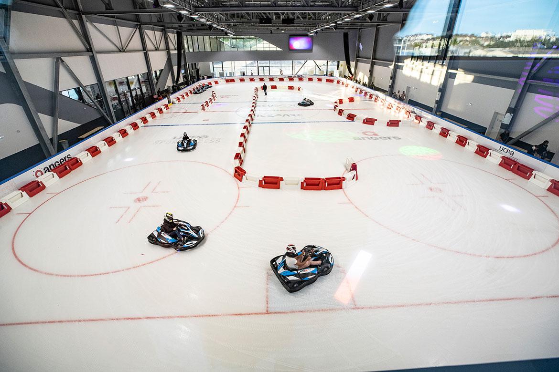 Une initiation au karting sur glace était proposée sur la piste ludique.