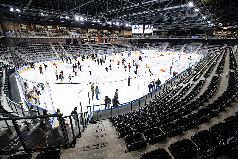 La piste olympique était ouverte aux patineurs.