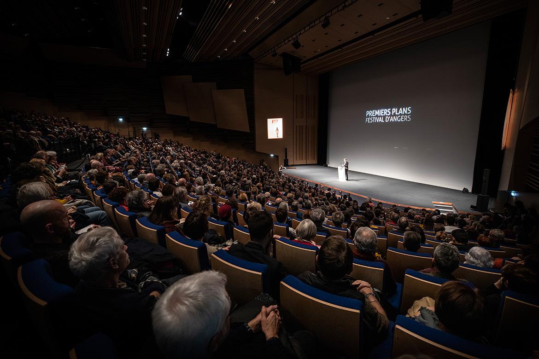 Cérémonie d'ouverture, dans l'auditorium du centre de congrès.