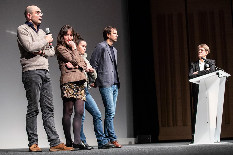 """L'équipe de """"La Fille au bracelet"""", présenté en avant-première à l'issue de la cérémonie d'ouverture: Jean des Forêts (producteur), Anaïs Demoustier et Melissa Guers (actrices), Stéphane Demoustier (réalisateur)."""