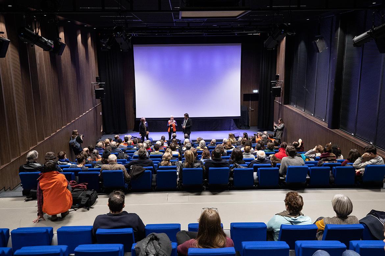 """Projection sensorielle """"La Traction des pôles"""", notamment pour le public malvoyant, en partenariat avec la Fondation VISIO et le BiblioPôle."""