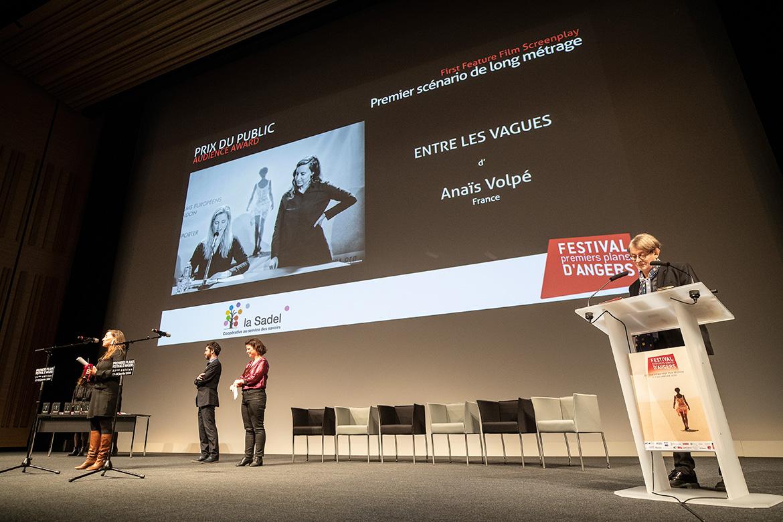 """Prix du public - Premier scénario de long-métrage: """"Entre les vagues"""", d'Anaïs Volpé."""