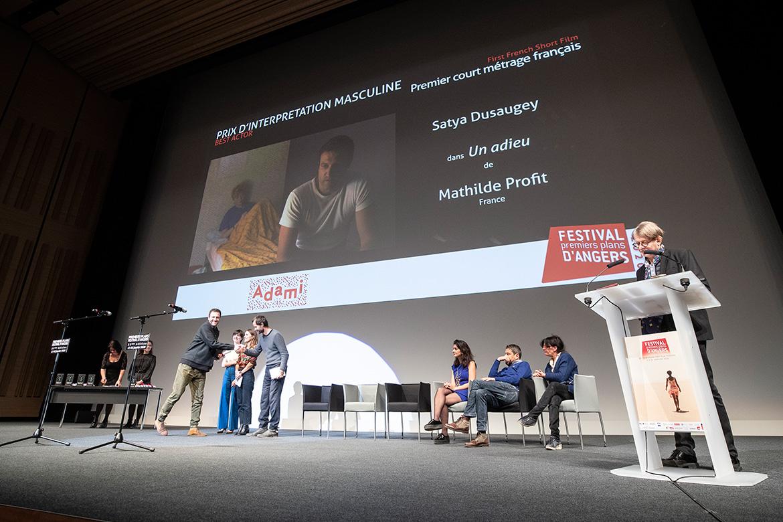 """Prix d'interprétation masculine - Premier court-métrage français: Satya Dusaugey dans """"Un adieu"""", de Mathilde Profit."""