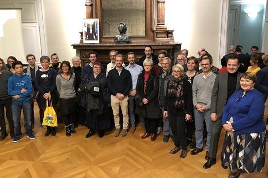 Photo des lauréats, aux côtés du maire d'Angers et de Michelle Moreau, première adjointe et déléguée à la Citoyenneté.