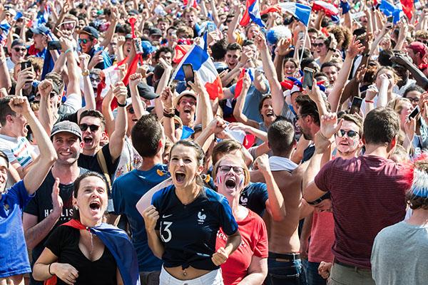 Les Angevins fêtent la victoire des bleus !