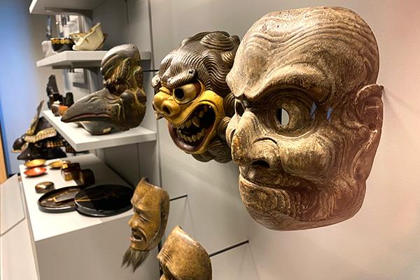 Photos de masques japonais de théâtre nô