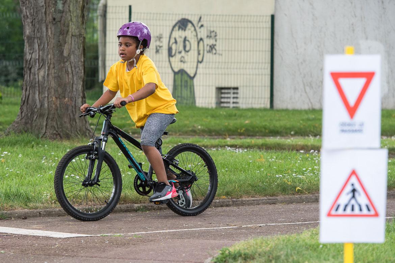 Apprentissage de la conduite à vélo, sur la piste pédagogique de la Baumette.