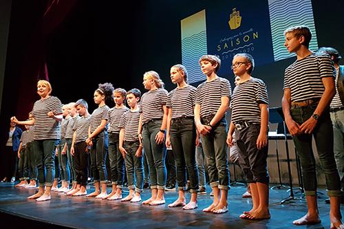 La présentation de la saison a été agrémentée en musique et en tenue de marin par les jeunes chanteurs de la maîtrise des Pays de la Loire.