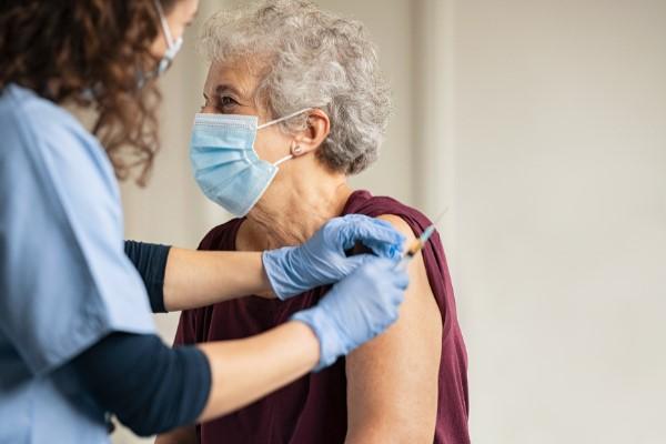 Ouverture d'un centre de vaccination anti-covid aux greniers Saint-Jean