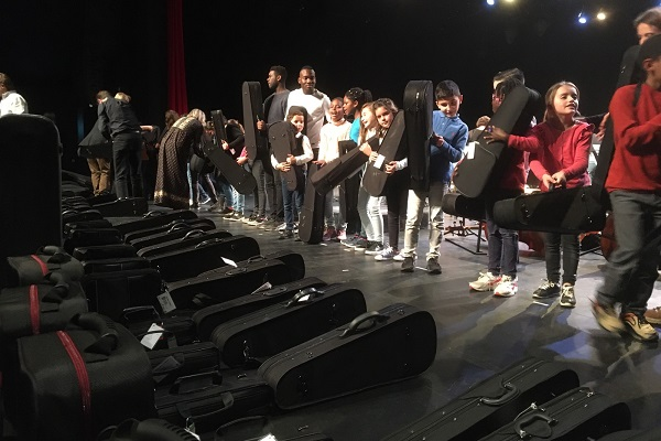 96 enfants des quartiers prioritaires apprennent la musique avec Demos