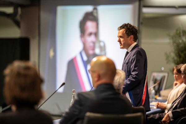 Photo du maire d'Angers Christophe Béchu, réélu pour un deuxième mandat.