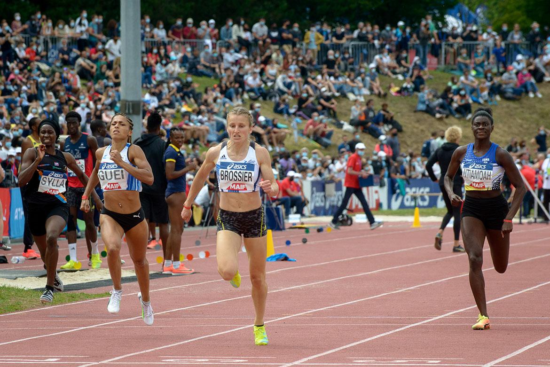 Photo de la victoire d'Amandine Brossier sur 400m