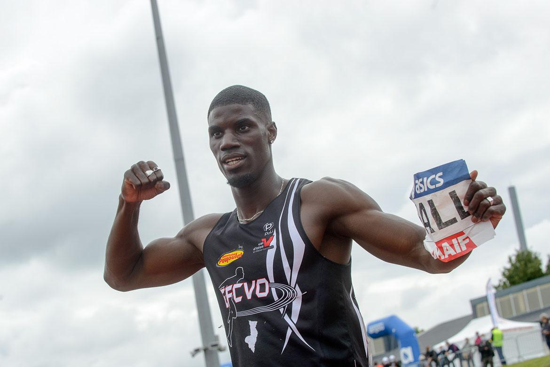 Photo de Mouhamadou Fall, qui s'impose sur le 100m masculin