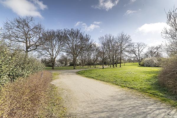 Photo de l'entrée du parc, rue Gabriel-Lecombre.