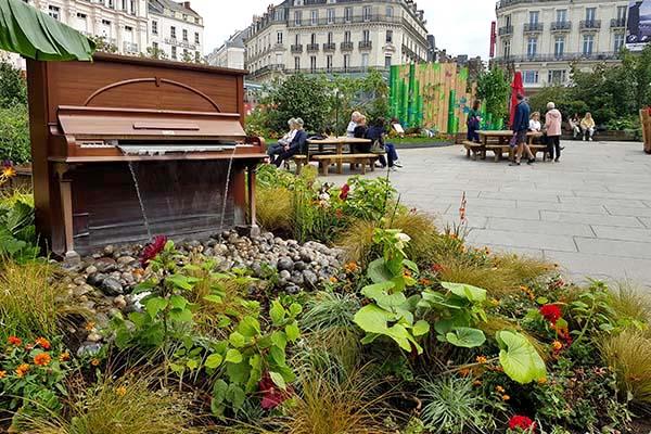 Photo du jardin installée place du Ralliement pour l'été 2021